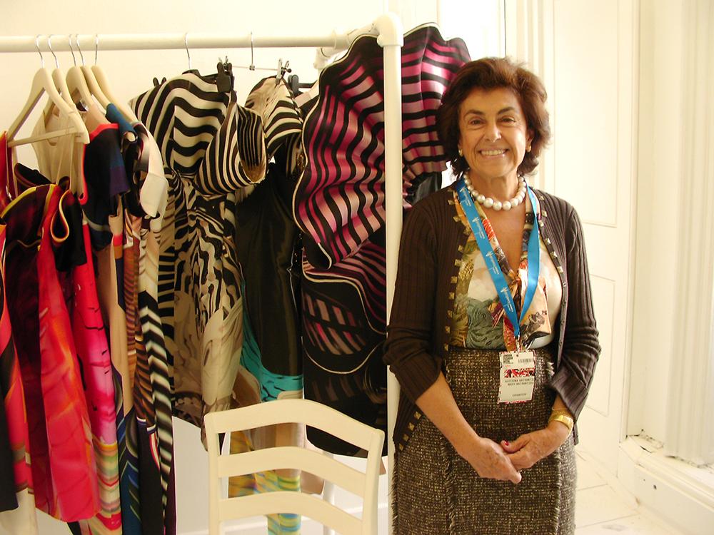 2009年9月古又文於倫敦時裝週靜態展採訪Mary Katrantzouk的母親(圖/Johan Ku)