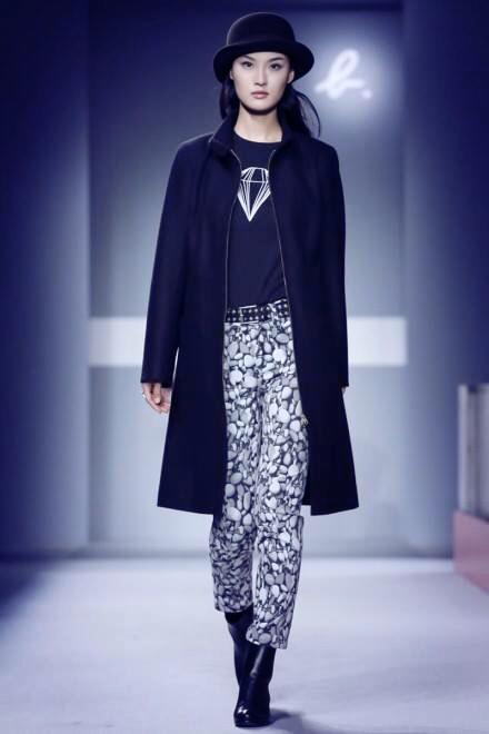 Gia於巴黎時裝週為agnès b.服裝發表開場(圖/Gia Tang)
