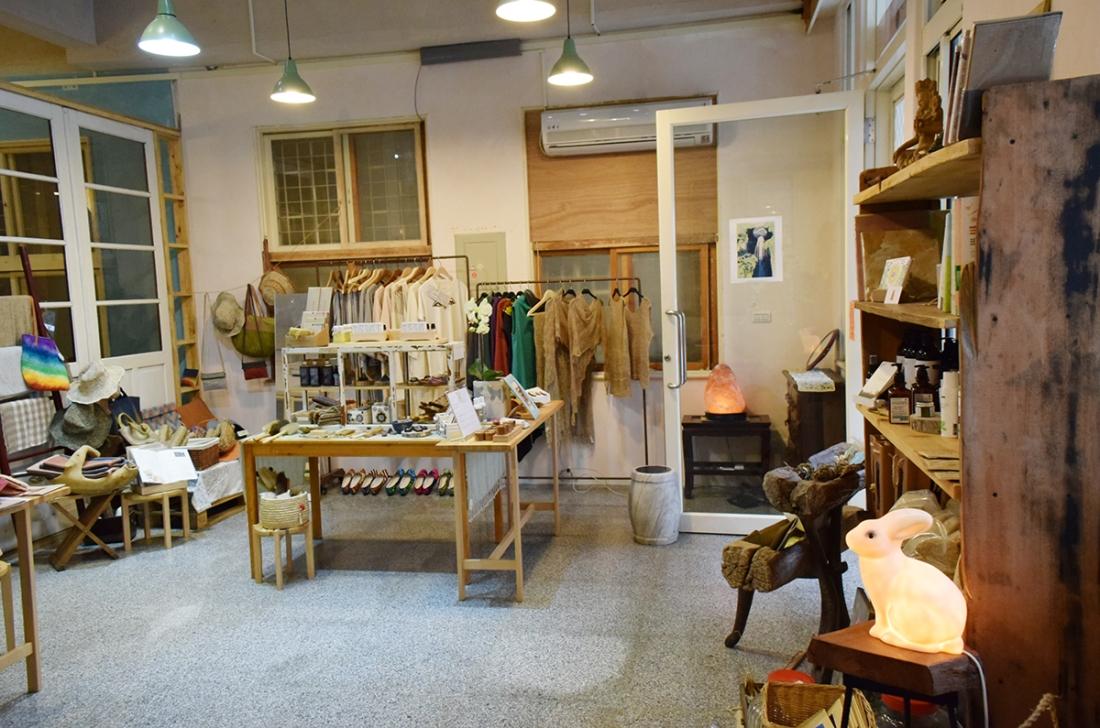 本立自然良品內販售的商品都符合永續生活的環保理念(圖/Yuling Chiu)